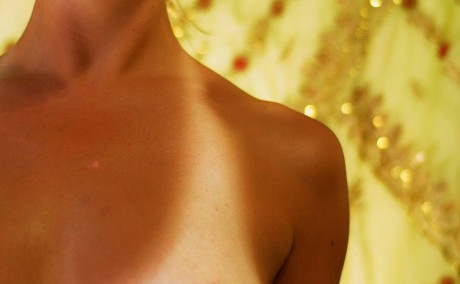 1200px-Tan_lines_on_human_female_chest